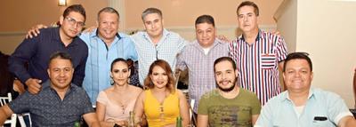 Erika, Eva, Donaldo, Jesús, Rafa, Gerardo, Ricardo, Ricardo Jr., Manuel y Carlos.
