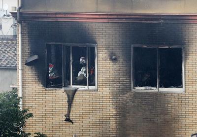 El fuego fue provocado por un hombre que irrumpió en el lugar y gritó: '¡mueran!'.