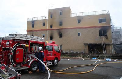 Un individuo arrojó un líquido no identificado para acelerar las llamas.
