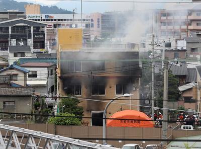 Los sobrevivientes que vieron al agresor dijeron que no trabajaba en la firma y que gritaba '¡mueran!' mientras tiraba el líquido y encendía las llamas.