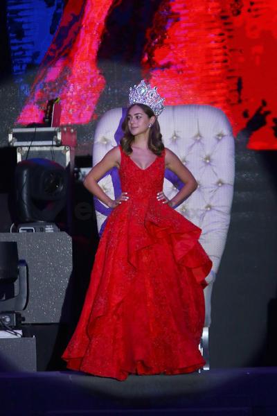 Fernanda García Tébar, reina saliente.