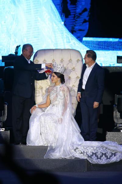 Rachel I es coronada como reina de la Fenadu