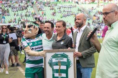 homenaje Isela Ojeda campeona de goleo  Santos vs Chivas  juego correspondiente a la jornada 1 de la apertura 2019 de la Liga MX en TSM Oficial - Sunday 21 de July de 2019 18:45h