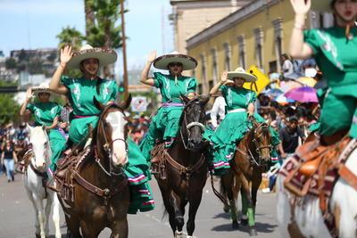 Poco después de las 10:00 horas empezaron a avanzar los participantes, partiendo de la calle Zaragoza con destino a Heróico Colegio Militar.