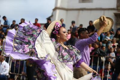 Duranguenses disfrutan el desfile de la FENADU 2019
