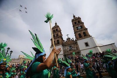 Los duranguenses se dejaron sorprender por el espectáculo que ofreció la Fuerza Aérea Mexicana con cuatro aviones del Escuadrón 205.
