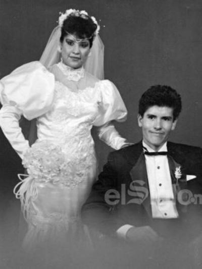 El día de su boda celebrada el 22 de julio de 1989, Sra. Lorena Santos Herrera y Sr. Juan Burciaga. Actualmente, festejando 30 años de matrimonio.