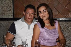 21072019 DE CUMPLEAñOS. .  Armando Lucero festejando el cumpleaños de su novia, Ivonne Abularach