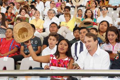 Más de 11 mil personas se dieron cita en la Rotonda de las Azucenas, donde la música y la danza de los pueblos originarios hicieron vibrar el recinto y a los espectadores.