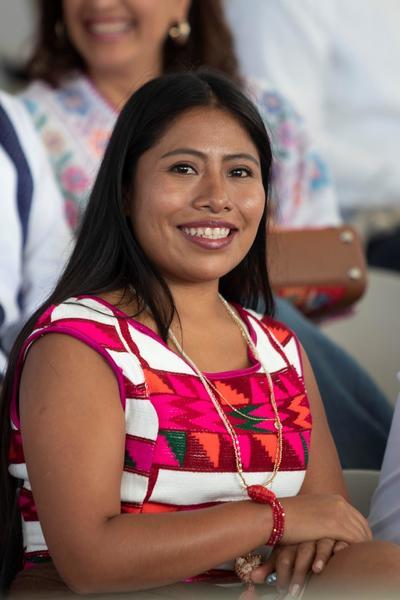 """La Guelaguetza, conocida también como el festival étnico más grande de Latinoamérica, es una celebración anual que, de acuerdo con las autoridades, se instauró oficialmente en Oaxaca en 1932 a manera de """"homenaje racial""""."""