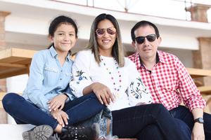 Ivonne, Ximena y Carlos