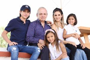 Laura de la Parra, Sebastián, Sergio, Fernanda y Emilia