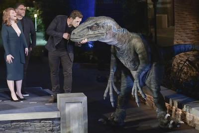 Al estreno de la atracción acudieron los protagonistas de las dos cintas más recientes de la saga, el actor Chris Pratt y la intérprete, Bryce Dallas Howard, así como el director Colin Trevorrow.