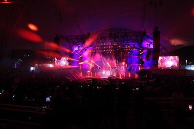 Las luces e imágenes que acompañaron la música completaron el cuadro.