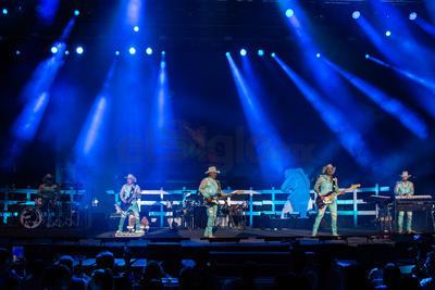 La agrupación liderada por Lupe Esparza regresó a la capital como invitados de lujo de la Fenadu en su edición 2019.