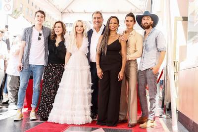 Kenny Ortega recibe su estrella en el Paseo de la Fama de Hollywood