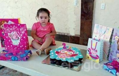 Victoria festejando su cumpleaños.
