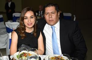 25072019 DISFRUTAN AMENA VELADA.  Natalia y Carlos.