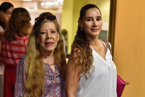 26072019 EN SU CLASE DE COCINA.  Lidia y Sofía.