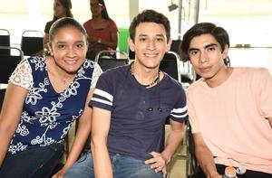 26072019 EN UNA CONFERENCIA.  Paulina Rosales, Gerardo Salas y Adán Cruz.