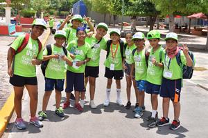 26072019 ENTRE AMIGOS.   En la Unidad Deportiva de Torreón pasándola bien en su curso de verano.