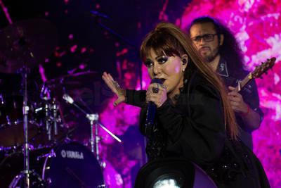 'Reina de corazones' canta para Durango