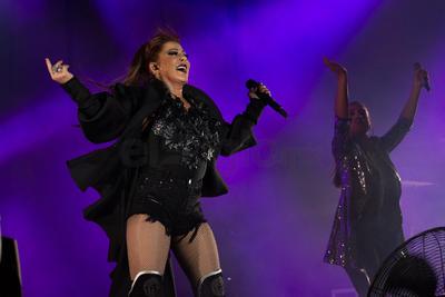 Guzmán se despidió, pero ante la insistencia del público regresó por una última vez para cantar 'Hacer el amor con otro' y despedirse definitivamente con 'Reina de corazones'.