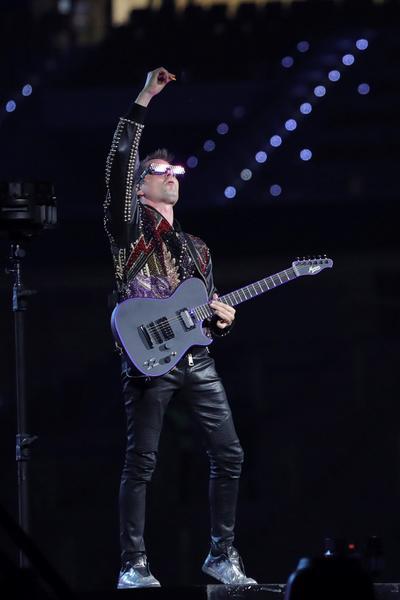 El carisma de Bellamy sobre el escenario es tal que obliga a imaginar lo que haría hoy día Bono (U2) con 20 años menos.