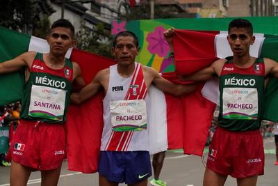 Los mexicanos José Luis Santana y Juan Joel Pacheco conquistaron las medallas de plata y bronce, respectivamente, en la prueba de maratón de los Juegos Panamericanos Lima 2019, en donde el anfitrión hizo una espectacular fuga para atrapar la de oro.