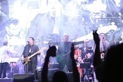 El vocalista de Las Víctimas del Dr. Cerebro fue el más arriesgado y se alejó del escenario para caminar entre la multitud.