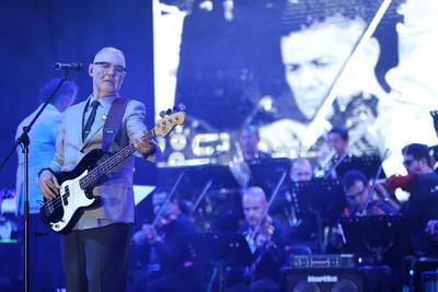 Entre gritos el público de la Velaria recibió a Sergio Santacruz y a Humberto Calderón del grupo Neón al ritmo de 'Romper un corazón', 'La muralla' y 'Juegos de amor'.