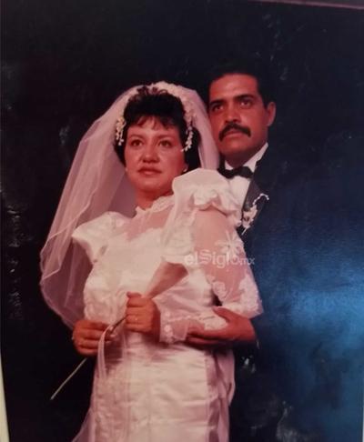 María de Lourdes Alvarado Hernández el día de su boda con Luis Carlos Pérez Torres, un inolvidable 29 de julio de 1989. Actualmente se encuentran festejando sus 30 años de feliz matrimonio.