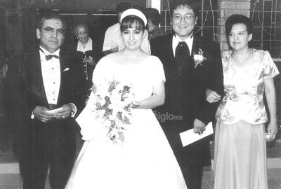 Claudio Arreola Salazar y Carmen Franco, el día de la boda de sus hijos Raúl y Sandra Lorena, 1999.