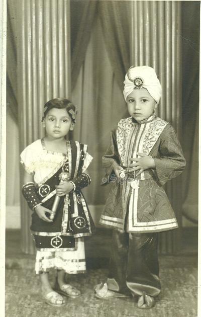 Niños Alejandro Valdés Escalera y Jaime Escalera Ceballos (hoy profesionistas), en una fiesta de disfraces en el año 1950.