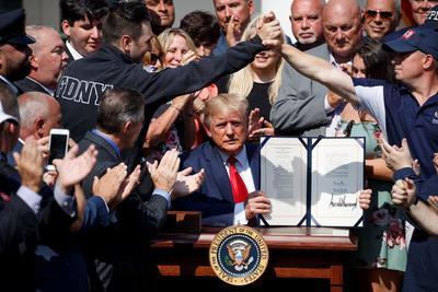 Trump firmó una ley para financiar los cuidados médicos de los 'héroes' del 11-S.