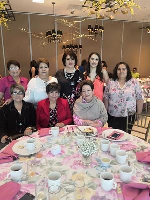 28072019 LA PASAN MUY BIEN.  Rosy Lugo con sus amigas en reciente evento social.