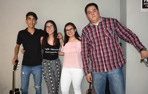 29072019 ENTRE AMIGOS.  José Reyes, Arleth García, Andrés Estrada y Carlos David.