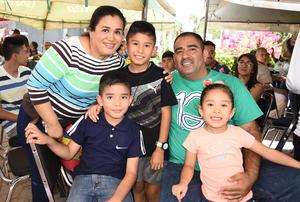 29072019 EN FAMILIA.  Gloria Ruelas, Salomón Solís, Alan, Aarón y Sharon.