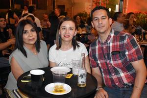 30072019 POSAN PARA LA CáMARA.  Paty, Paola y Rogelio.