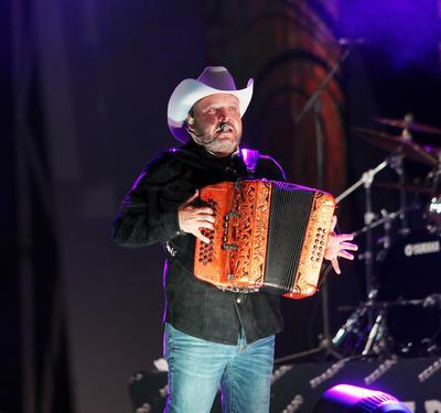 Con 30 cortes discográficos en su haber e innumerables Discos de Oro y Platino, Pesado se supo entregar a los duranguenses.