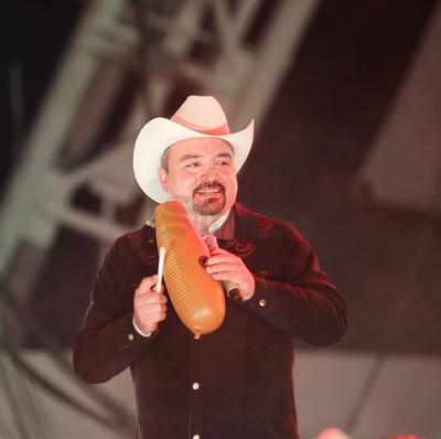 Pesado está de manteles largos festejando 26 años de una exitosa trayectoria en el Regional Mexicano.