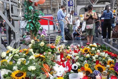 Le rindieron tributo en la estación de trenes donde falleció.