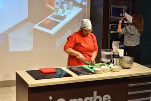31072019 La chef instruyó a las asistentes.