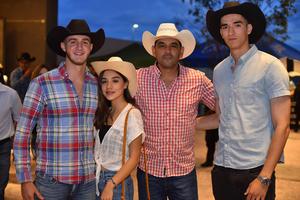 31072019 RECIENTE EVENTO EN EL COLISEO.  Ernesto, Marifer, Armando y Jesús.