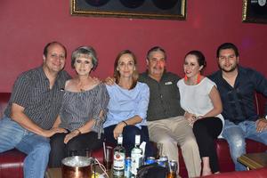 31072019 TRIBUTO A EMMANUEL Y MIJARES.  Raúl, Maru, Ana cris, Fernando, Mariana y Luis.