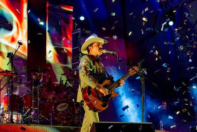 No hay secretos al hablar del por qué Los Tucanes de Tijuana siguen llenando cada escenario que pisan o cómo es que sus canciones se mantienen vigentes. La respuesta es su público. Es a él a quien le deben pisar desde un Auditorio Nacional hasta un Coachella, pero también su regreso a Durango.