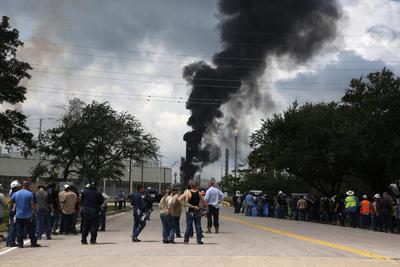 Se registró un incendio en una refinería de Exxon Mobil en Texas.
