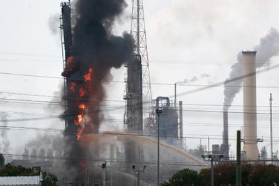 La ciudad de Baytown dijo que el incendio ocurrió en una zona que contiene material polipropileno.