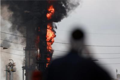Exxon Mobil solicitó a los residentes mantenerse al interior como precaución.