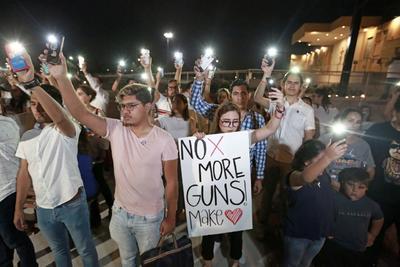Los que viven del lado mexicano llamaron a la familia que radica, trabaja o regularmente visita El Paso, sólo para asegurarse de que se encontraban bien, que no estuvieron el sábado en el Walmart, donde 20 personas murieron y 26 más resultaron heridas en un tiroteo perpetrado por el estadounidense Patrick Crusius.